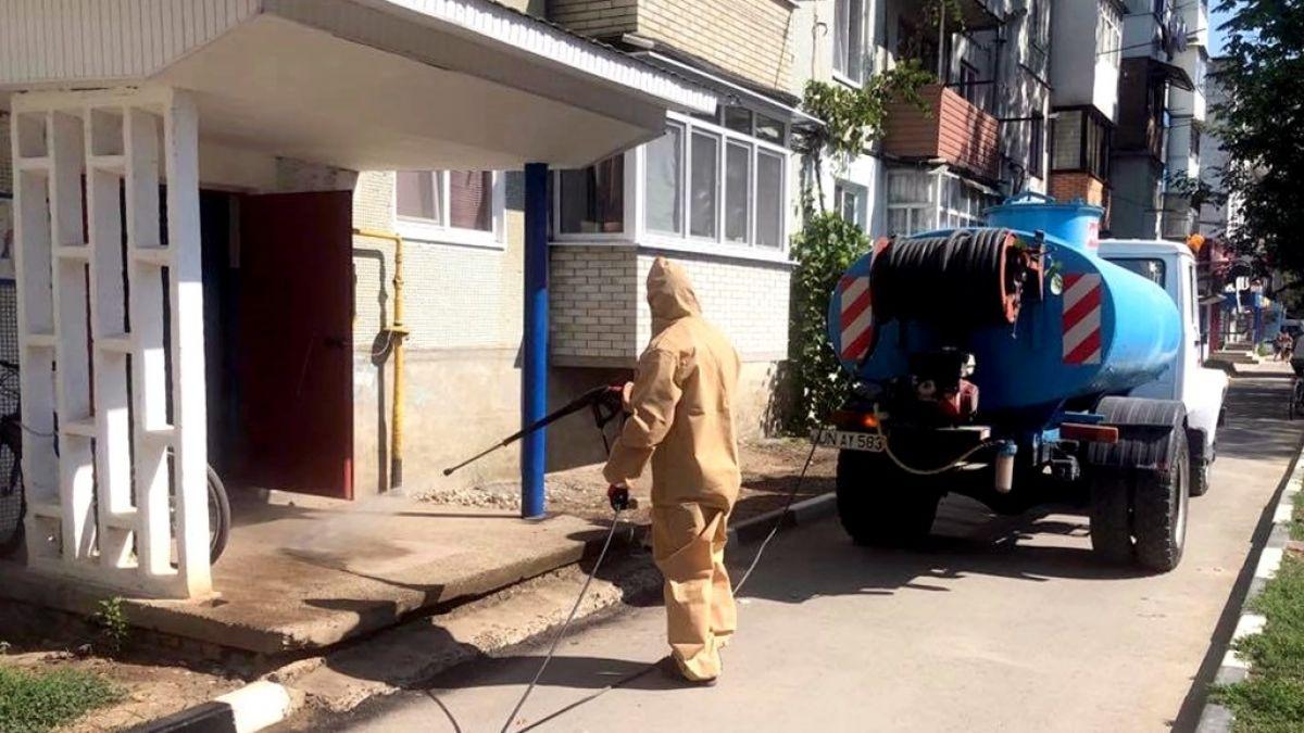 În orașul Ungheni se spală carosabilul și se dezinfectează intrările în blocurile de locuit. Numărul cazurilor de COVID-19 a ajuns la 272 (FOTO)