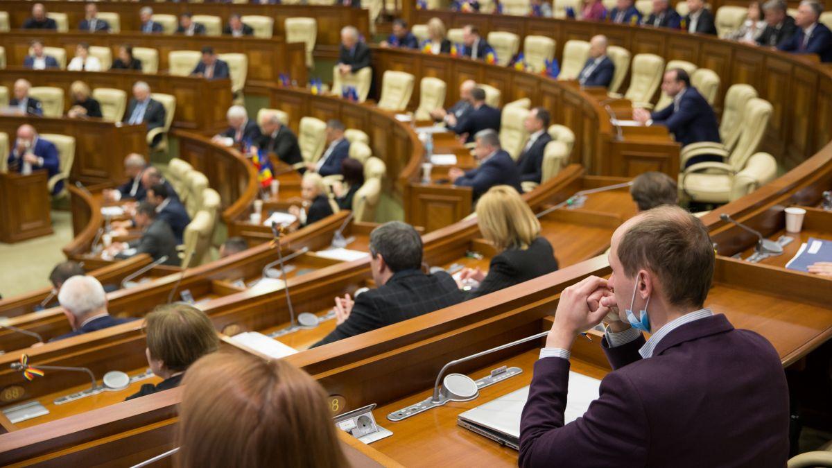 Стало известно, сколько депутаты и секретариат парламента пожертвовали больницам