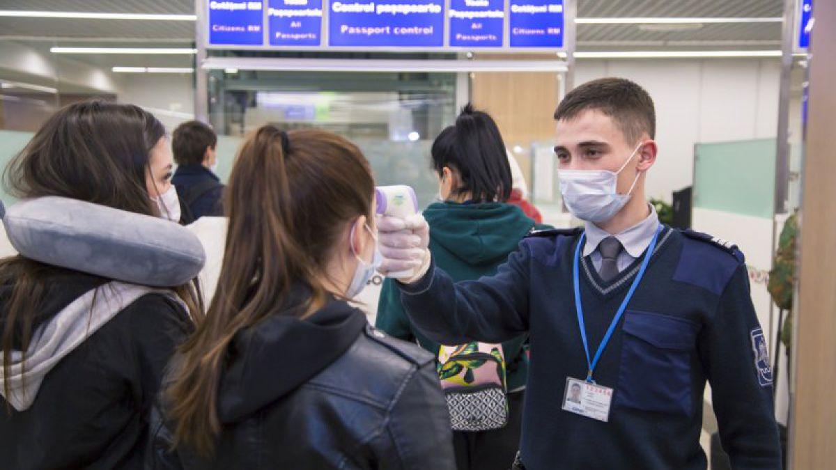 Из аэропорта Кишинева в больницу доставили 2 граждан с высокой температурой