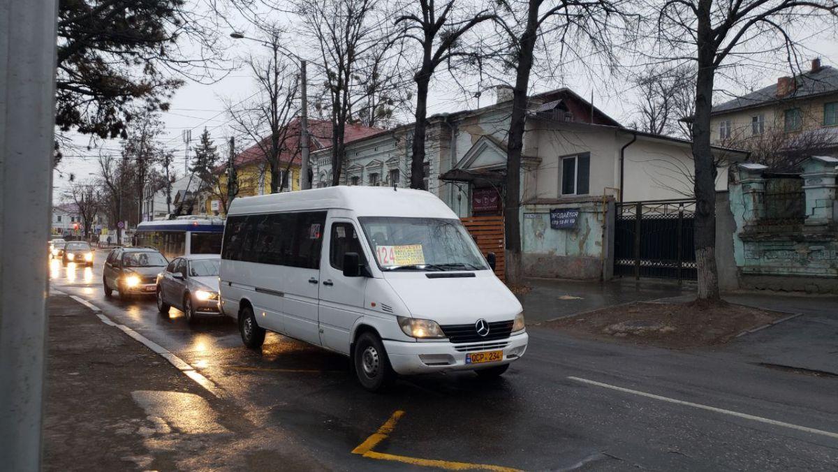 Grevă sau nu prea? De dimineață pe străzile capitalei au putut fi observate mai multe microbuze de linie (FOTO)