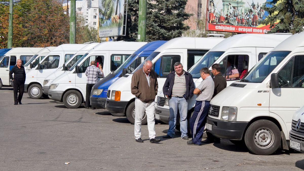 Микроавтобусы, не вышедшие на линию, рискуют остаться без договора с мэрией