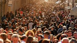 SONDAJ in 30 de țări ale lumii: Mai bine de jumătate dintre respondenți sunt de părere ca intr-un an vom reveni la viața de dinaintea Covid