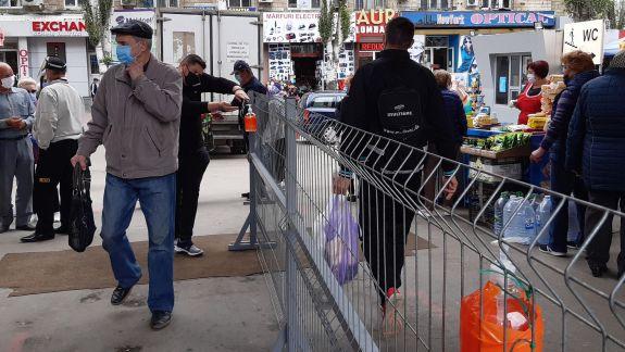 Cum activează vânzătorii de la Piața Centrală și cum se protejează de COVID-19 (FOTO)