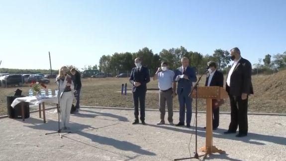 Pentru părinți și profesori - interzis, dar președintelui îi e permis: Șapte vizite de la Dodon, fără mască și cu multe strângeri de mâini (FOTO)