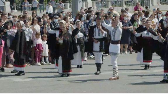 Piața Marii Adunări Naționale prinde culoare: Ceremonia dedicată celor trei decenii de Independență începe cu parada militară (LIVE)