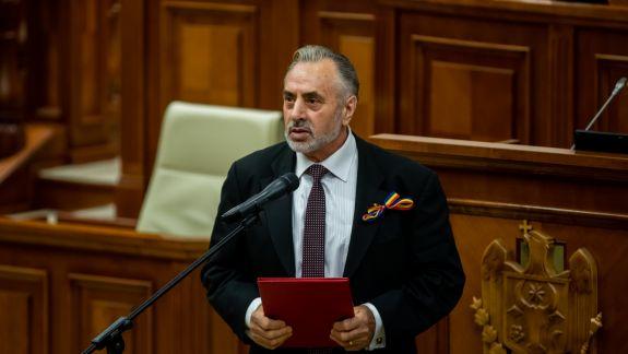 """Cu ocazia Zilei Independenței, deputaților """"Parlamentului 90"""" le-au fost înmânate diplome de onoare"""