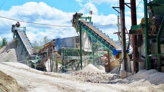 Mai multe ilegalități, depistate la o carieră de piatră din nordul țării. Au fost sesizate mai multe instituții de stat