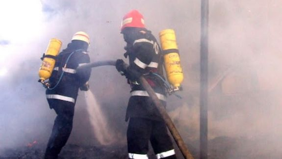 Un apartament de pe strada Ismail, cuprins de flăcări. Două echipaje de salvatori au stins arderea (FOTO)