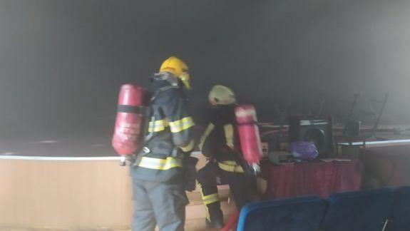 Fum dens în interiorul clădirii Centrului de Excelență în Economie și Finanțe din capitală. Au intervenit patru echipaje de salvatori