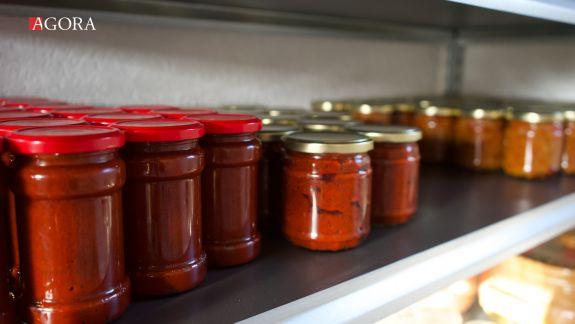 Tanti Mașa și afacerea sa dulce: Flori de salcâm, roșii cherry și ardei amestecați în dulcețurile gândite de bucătăreasa cu 30 de ani de experiență (FOTO)
