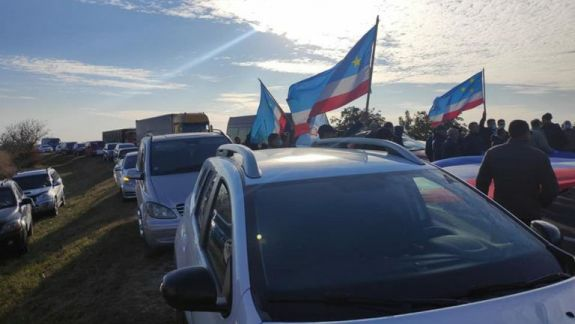 Proteste în Găgăuzia în susținerea lui Stoianoglo: Manifestări la Comrat și drum blocat la intrarea în autonomie (FOTO)