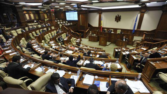 """""""Acum toată lumea crede că e un pas electoral"""". Reforma salariilor bugetarilor, votată în prima lectură de către deputați"""