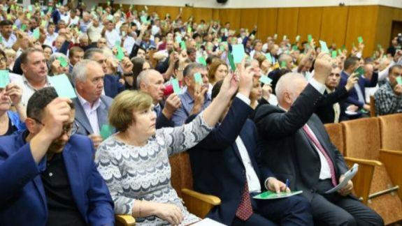 """""""Ajunge atâta democrație"""". Cum s-a votat demiterea in corpore a vicepreședinților PLDM (VIDEO)"""