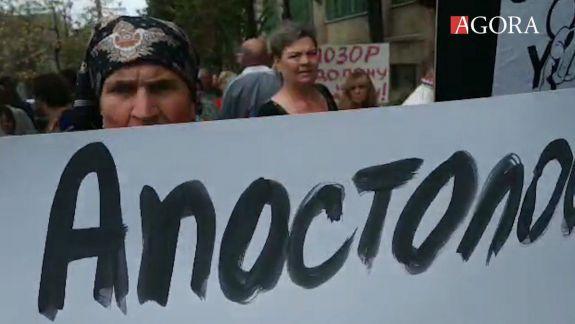 """""""Au furat toți în țară"""". Cum a fost protestul împotriva reținerii deputatelor Tauber și Apostolova (VIDEO)"""