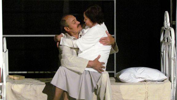 """În această săptămână, la Teatrul Național """"Mihai Eminescu"""" ai șansa să o vezi pe Edith Piaf a noastră și să asiști la o Nuntă de aur"""