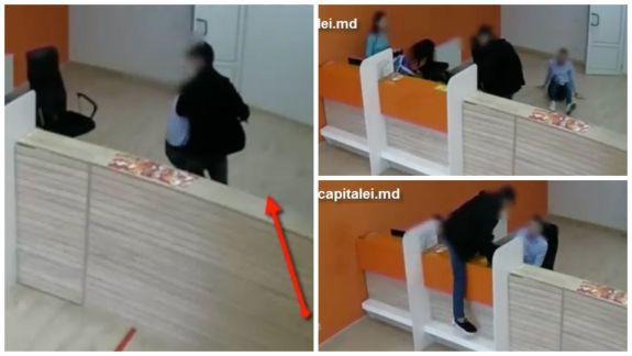 A jefuit o companie de microfinanțare din Chișinău. Un bărbat a amenințat angajații cu un cuțit (VIDEO)
