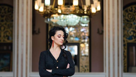 """Actrița Teatrului Național """"Mihai Eminescu"""", Tinka Fox, despre începuturile carierei și viața de actor (Interviu)"""