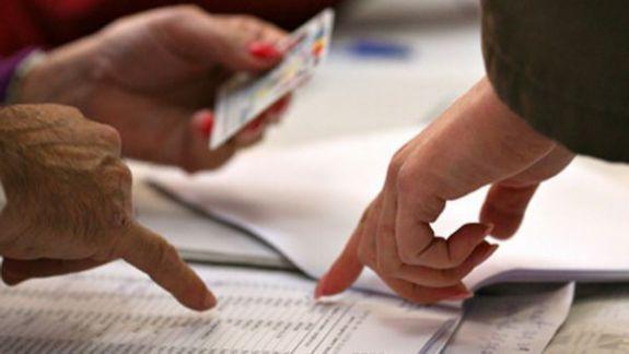 Alegătorii care au buletinul de identitate expirat pot vota în baza unui act provizoriu. Acesta poate fi obținut chiar în ziua alegerilor
