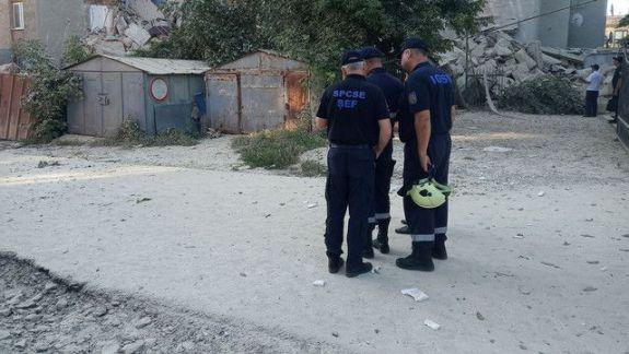 Alpiniști și  echipaje de salvatori au reluat lucrările în preajma blocului avariat din orașul Otaci