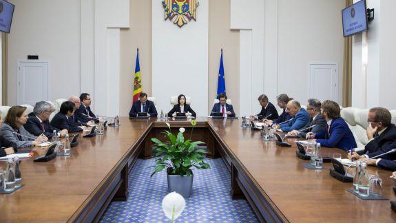 Ambasadorii acreditați în RM au trecut și pe la Guvern. Au discutat cu Maia Sandu