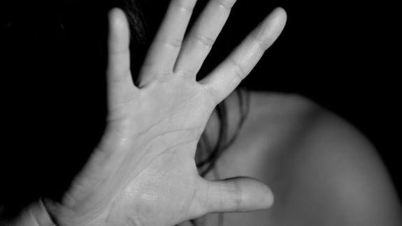 Au exploatat sexual o copilă de 14 ani timp de câteva zile. Patru bărbați din Chișinău, condamnați la închisoare