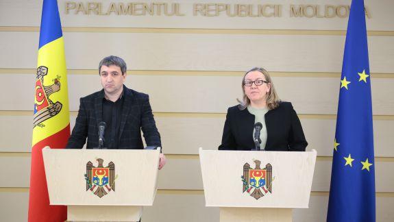 """Blocul ACUM solicită transparență în activitatea Parlamentului. Lilian Carp: """"Să se publice autoriii amendamentelor"""""""