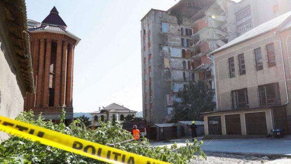 Blocul avariat de la Otaci a fost demolat. Salvatorii continuă să monitorizeze situația