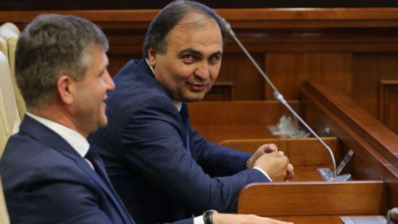 Judecătorul Ion Druță poate fi reținut, au dispus membrii CSM. Instituția a acceptat și cererea sa de demisie din fruntea CSJ (LIVE)