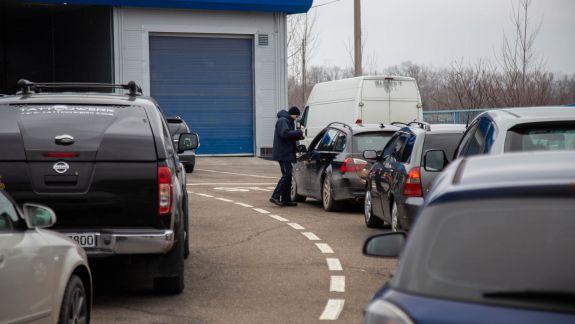 Cozi în vama Leușeni și Criva. Poliția de Frontieră recomandă evitarea acestora