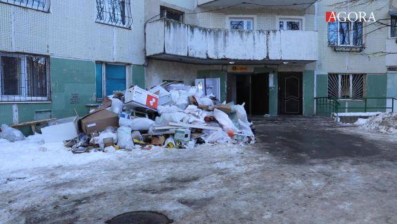 Dare în exploatare cu lift blocat? Locatarii a opt apartamente din blocul de pe bd. Moscovei au primit cheile de la locuințe după explozie (VIDEO)