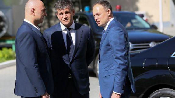 Deputații l-au demis unanim pe șeful SIS, Vasile Botnari
