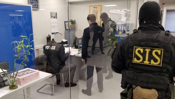 Descinderi la Vamă și la Poșta Moldovei. Oamenii legii investighează scheme de contrabandă