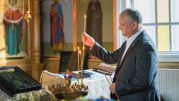 Dodon îi îndeamnă pe Voicu și Ceban să-și sfințească oficiile, de Bobotează: Trebuie să scoată duhul rău