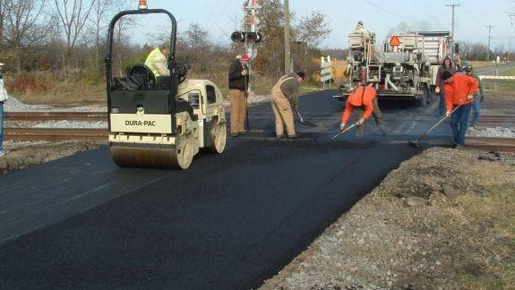 """Drumurile din țară se vor a fi """"bune"""". Guvernul a aprobat alocarea a 2,7 miliarde de lei pentru reparația acestora"""