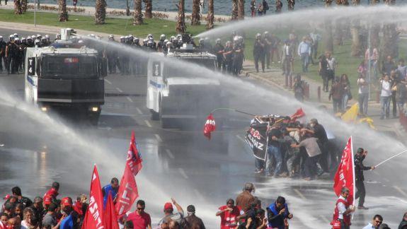 Erdogan nu a venit cu mâna goală. A adus în dar două autospeciale de intervenție în timpul protestelor