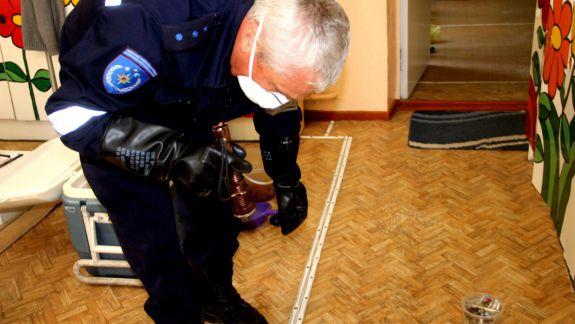 FOTO. Stare de urgență la o grădiniță din Capitală: Mai multe termometre cu mercur s-au spart în antreul unei grupe de copii