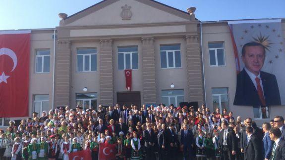 FOTO,VIDEO. Erdogan, întâlnit cu mare fast la Comrat. Iată cum s-a văzut vizita oficialului turc prin obiectiv