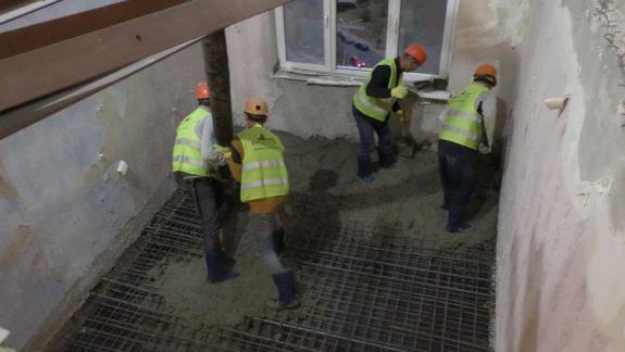 FOTO. VIDEO. Primul planșeu al blocului din bulevardul Moscovei a fost restabilit