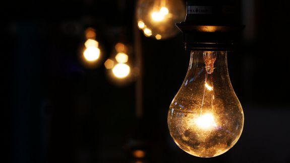 Furnizorii de energie electrică cer majorarea tarifelor. Au înaintat un demers către ANRE
