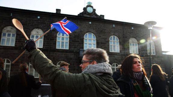 Cautarea femeii din Islanda