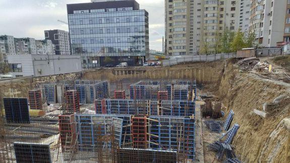 Locatarii din apropirea șantierului de construcție de pe str. Mircea cel Bătrân cer ajutorul CMC-ului