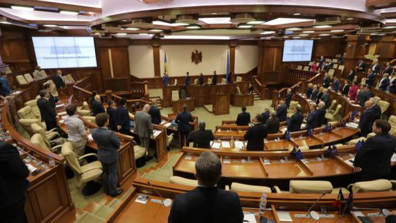 Maia Sandu prezintă deputaților proiectul de angajare a răspunderii Guvernului. Urmărește LIVE ședința Parlamentului