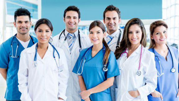 Absolvenții de la Medicină și Farmacie vor beneficia de indemnizații unice majorate. Proiectul de lege, aprobat de Parlament