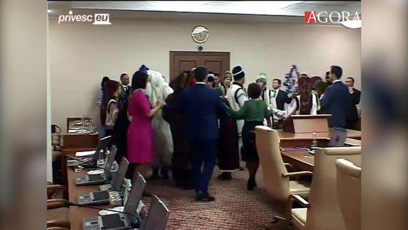 Miniștrii au dansat la ultima ședință de Guvern din acest an (FOCUS)