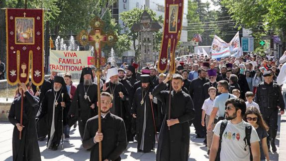 """Mitropolia va organiza un """"marș al tăcerii"""". Scopul – susținerea familiei tradiționale"""