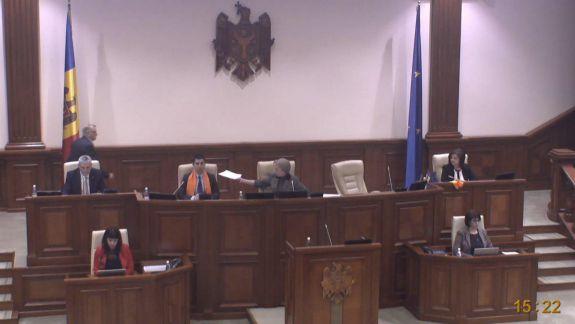 Greceanîi i-a deconectat microfonul lui Popșoi și i-a dat cuvânt lui Bolea, în timp ce deputatul PAS citea textul moțiunii contra lui Gaiciuc (FOCUS)