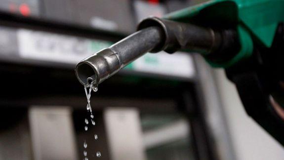 StopFals: Nu există legătură directă între scăderea prețurilor la carburanți și aprobarea unei noi metodologii de către ANRE