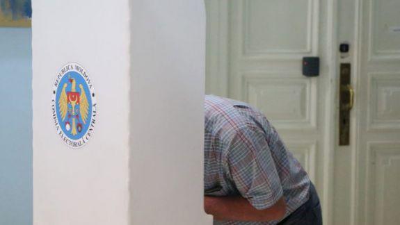 O agenție de stat din r. Orhei utiliza baza de date a locuitorilor pentru a face agitație electorală, iar Poșta Moldovei a ascuns broșuri ale unui concurent în reviste