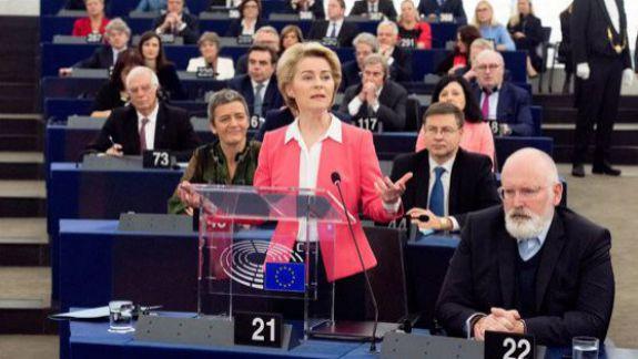 Parlamentul European a votat în favoarea noii Comisii Europene, condusă de Ursula von der Leyen