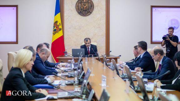 Patru ministere s-au ales cu noi secretari de stat. Doi secretari au fost eliberați din funcție, în baza cererii de demisie